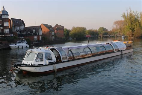 Thames River Cruise For 2 | bateaux windsor river thames lunch cruise for two
