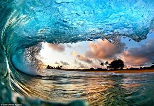 hawaii photography inside the stunning waves of hawaii pair of photographers