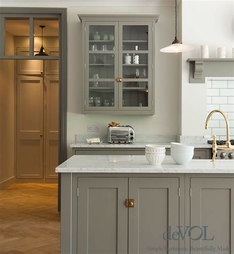 Devol Kitchens by Decor Cecy J