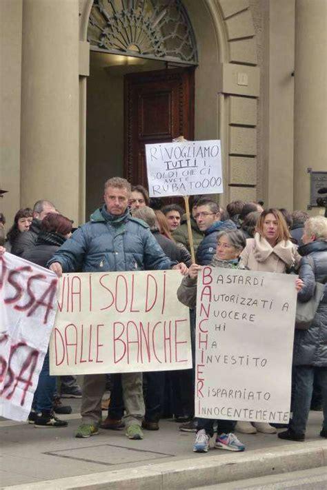 banca pop etruria protesta dei risparmiatori davanti banca etruria 10 dago