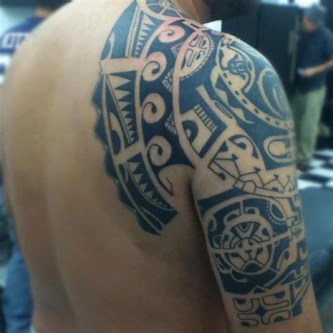 imagenes tatuajes maories tatuaje maori en el hombro