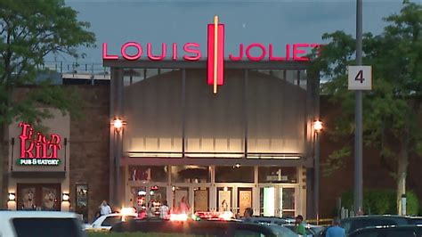 layout of louis joliet mall man charged with attempted murder of officers during