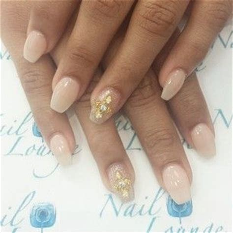 short coffin nails with american manicure short nail art natural colored nails иαιℓѕ α 162 162 єѕѕσяιєѕ pinterest