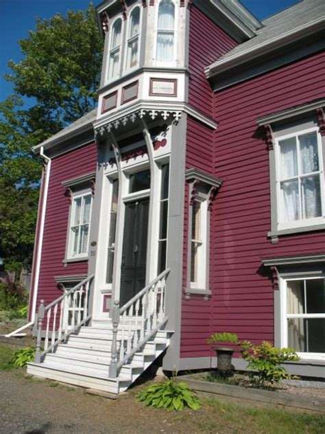 7 types of fascinating victorian style homes ns designs file smith house lunenburg ns canada jpg wikipedia