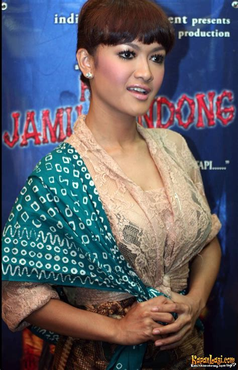 film indonesia terbaru 2015 hantu jamu gendong julia soft launching hantu jamu gendong julia perez pemeran