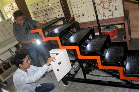 Energi Yang Bisa Diperbarui manfaatkan tenaga pijakan mahasiswa untag buat tangga penghasil energi listrik mongabay co id