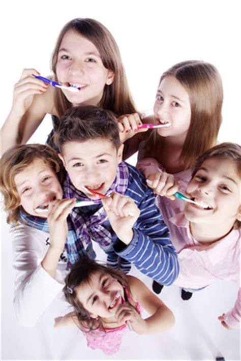 zähne putzen wann individualprophylaxe bei kindern zahn 228 rzte erlangen dr