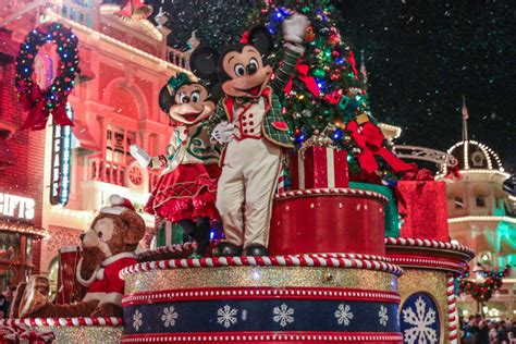 why mickey s very merry christmas party is totally worth it