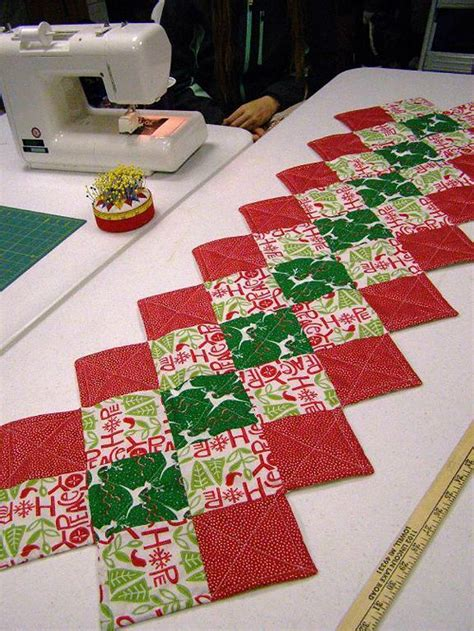 pattern for zig zag table runner this zig zag runner is so easy to make quilting digest
