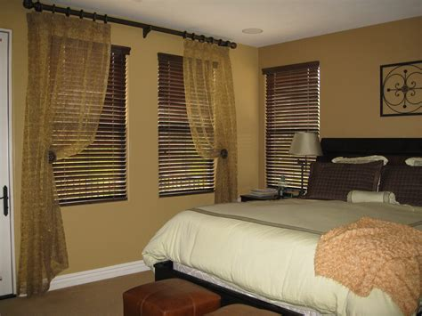 Master Bedroom Curtains Light Brown Master Bedroom With Three Section Window Using F Venetian Blinds And Gold Sheer