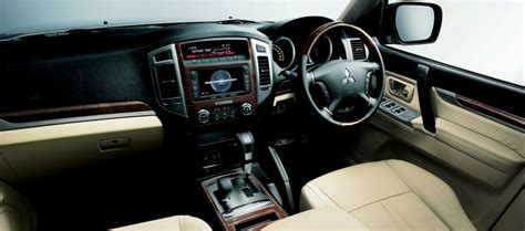 Mitsubishi Pajero Interior Images by Facelifted 2015 Mitsubishi Pajero Out In Japan
