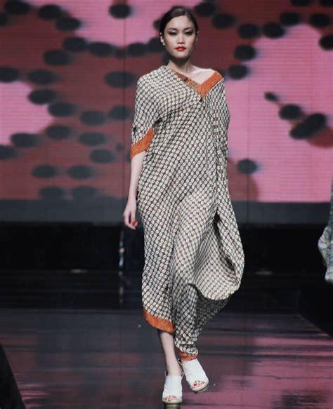 Kaos Muslim 37 Ketika Semuanya Menjadi Gelap the spotlight 50 inspirasi batik modern
