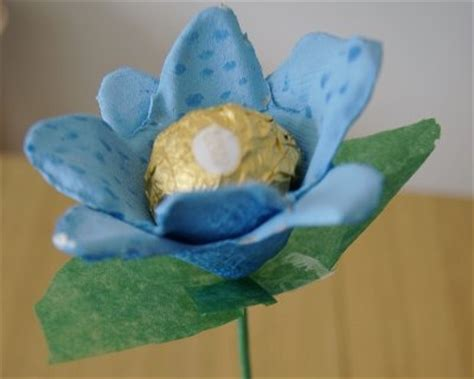 fiori di carta riciclata fiori di carta lavoretti per la festa della mamma