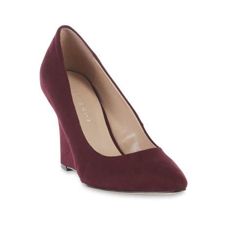 metaphor s courtly burgundy high heel shoe