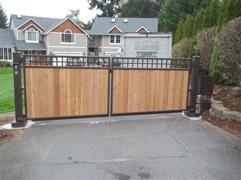 swing driveway gates a neat combination of cedar panels with mesh infill on