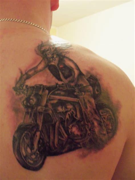 Motorrad Tacho Tattoo by Dj Onkel Mein Streetfighter Bike Auf Der Schulter In