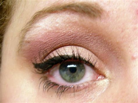 Flower Eyeliner Powder Brown style and fashion how to apply liquid eyeliner 5 steps