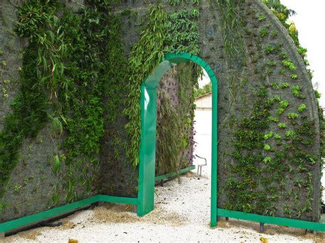 muharraq bahrain green gate vertical garden blanc