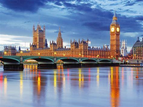 palace  westminster big ben westminster bridge  river thames london united kingdom  ultra