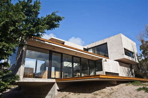 glass and concrete house low maintenance concrete beach house modern house designs