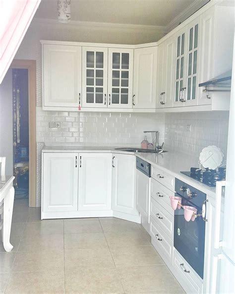mutfak dolaplari ev dekorasyon fikirleri beyaz mutfak dekorasyon fikirleri ve fotoğrafları