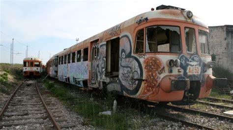 carrozze treni in vendita ferrovie sud est in vendita carri e motrici da rottamare