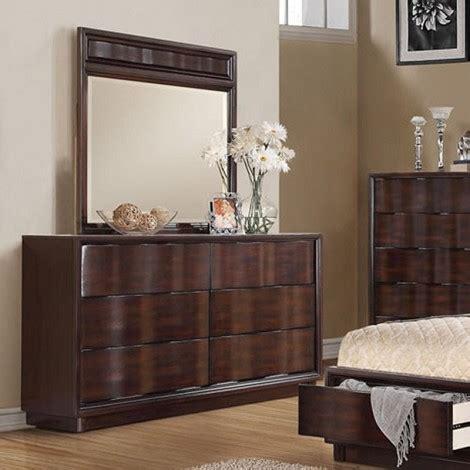 mirror finish bedroom furniture dreamfurniture com travell walnut finish dresser mirror