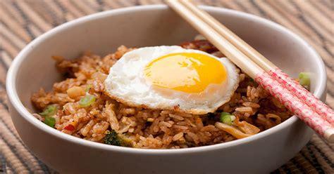 cara membuat nasi goreng ala korea nasi goreng kimchi sajian ala korea penggusir kebosanan