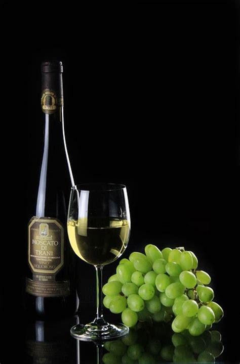 imagenes de uvas chistosas imagenes sin copyright vino blanco botella copa y uva