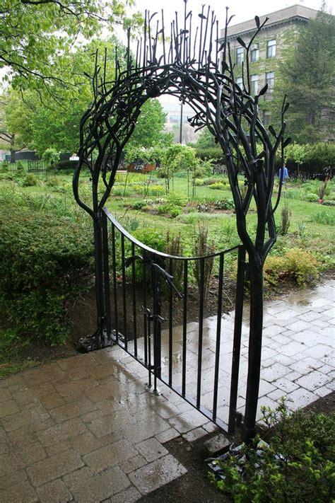 Garden Gates by 20 Beautiful Garden Gate Ideas