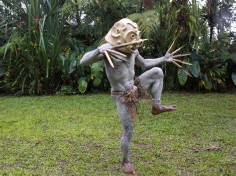 papua yeni ginedeki kabile goerenleri sasirtiyor galeri