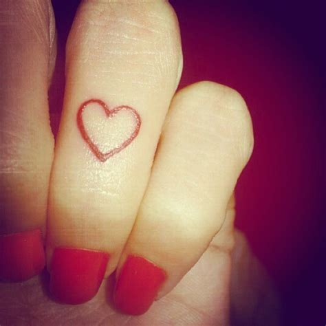heartbeat tattoo on finger heart finger tattoohelenasaurus