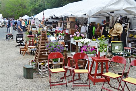 brimfield antiques show massachusetts treasure hunting