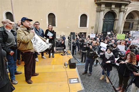 banche a roma salva banche la protesta dei risparmiatori a roma