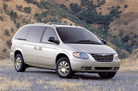 Chrysler Town And Country Rebates by 2005 07 Chrysler Town Country Consumer Guide Auto