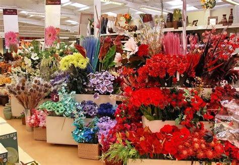 vasi con fiori finti composizioni fiori finti composizioni di fiori creare