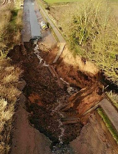 shropshire union canal embankment collapse leaves boats