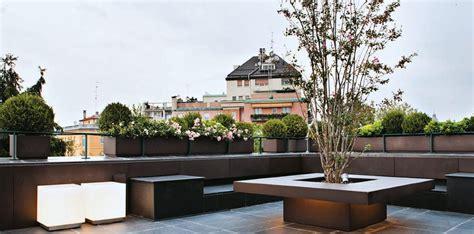 terrazze design finest la terrazza con le sedute lungo i bordi e al centro