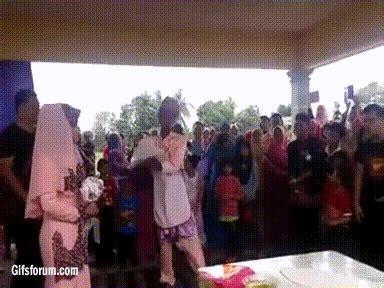 video  tengok pengantin buat roti canai terbang