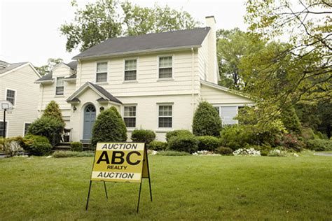 buying a house auction buying a house at foreclosure auction is risky business