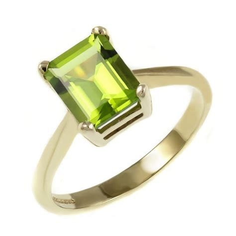 9ct yellow gold 10x8mm emerald cut peridot ring