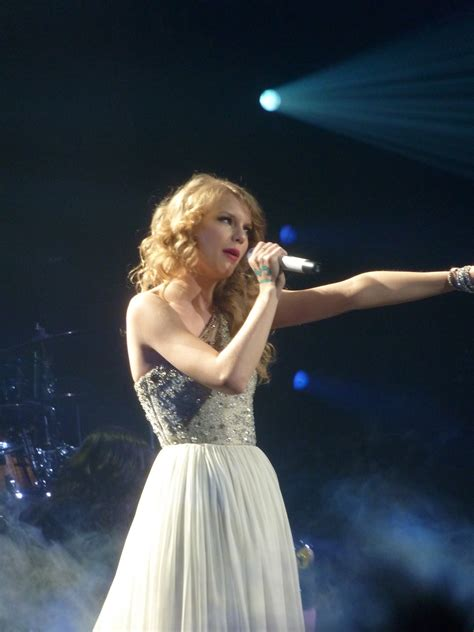 taylor swift tour paris file taylor swift 22 live in paris 2011 jpg
