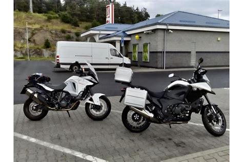 ktm vs honda ktm 1290 adventure vs honda vfr 1200x crosstourer