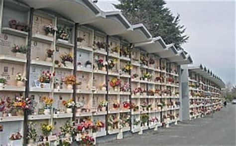 cimitero di prima porta roma cimitero di prima porta invaso dai piccioni tombe e