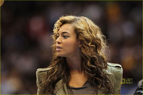 beyonce hairstyles games full sized photo of beyonce jay z basketball 03 photo