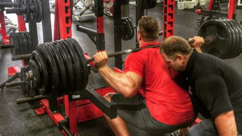 jj watt max bench j j watt wants you to know how much he squats nfl