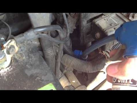 how to add refrigerant to a 2001 2004 dodge caravan 2003 dodge caravan se 3 3l v6 flexfuel adding refrigerant to 1997 ford expedition with 5 4 triton v8 youtube