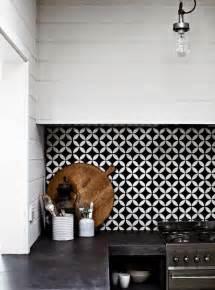 Exceptionnel Carrelage Cuisine Damier Noir Et Blanc #5: carrelage-noir-et-blanc-dans-la-cuisine-decoration-murale-pour-la-cuisine-noir-et-blanc.jpg