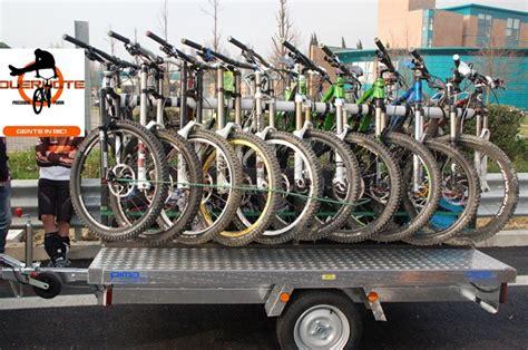 porta biciclette auto carrello porta biciclette boiserie in ceramica per bagno