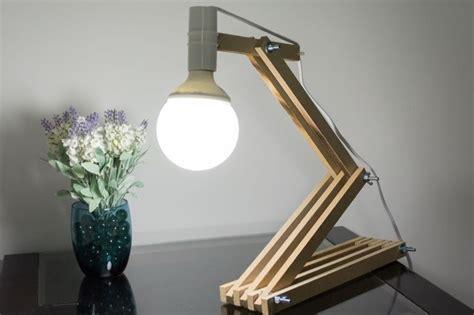 luminaria articulada em madeira  mesa   em